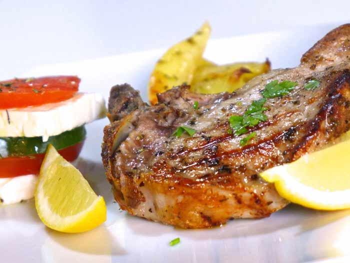 Cibo greco cosa si mangia in grecia braciola di maiale